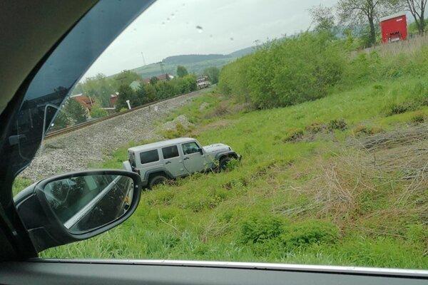 Vlak narazil do auta na priecestí.