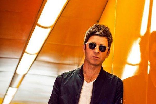 Spevák rozpadnutej kapely Oasis.