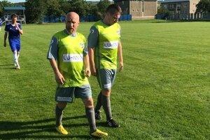Bývalý ligový hráč Jozef Plichta (vľavo) pomaly pomýšľa na koniec kariéry.