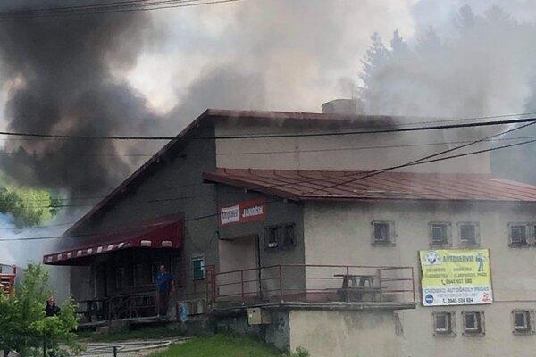 Krčma Jánošík v plameňoch