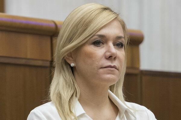Po ministerke zdravotníctva Andrey Kalavskej sa Robertovi Ficovi postavila aj ministerka vnútra Denisa Saková.