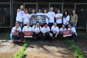 Trenčiansky psí útulok tiež navštívili dobrovoľníci.