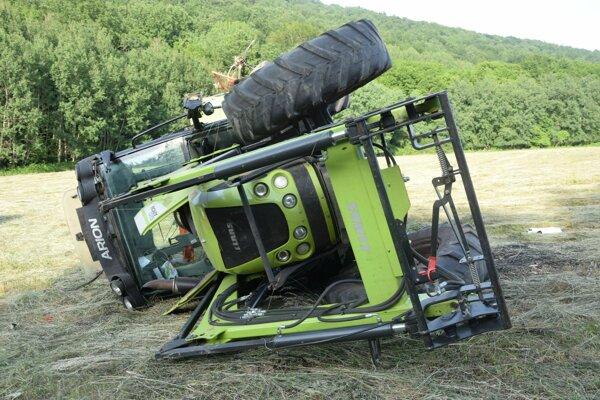 Mladíka zavalil traktor v Cerovej.