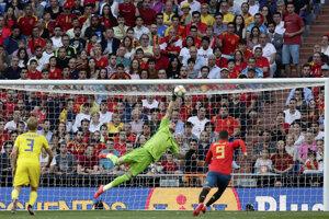 Brankár Robin Olsen v zápase kvalifikácie na EURO 2020 Španielsko - Švédsko.