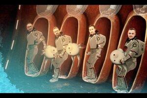 Animátor obliekol kapelu do skafandrov a vystrelil do vesmíru.