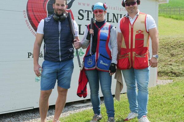 Tohotoročnú streleckú sezónu prišli otvoriť aj Ján Laco, Zuzana Rehák-Štefečeková a majiteľ strelnice Ľubomír Špnko.