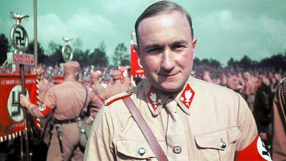 """Kto bol Hanns Ludin: Narodil sa vroku 1905 vo Freiburgu. Vroku 1931 vstúpil do Hitlerovej NSDAP, bol tiež členom polovojenských jednotiek SA. Od januára 1941 pôsobil ako vyslanec Nemeckej ríše vo vtedajšej Slovenskej republike. Ztitulu svojej funkcie viackrát žiadal od slovenských úradov úsilie vo veci """"konečného riešenia"""" židovskej otázky. Pred príchodom Červenej armády ušiel do Rakúska, kde sa spolu sprezidentom Jozefom Tisom ukrývali vAlttötingu. Tu ich objavila americká armáda aodovzdala československým orgánom. Ludina vroku 1947 vBratislave odsúdili na trest smrti apopravili."""
