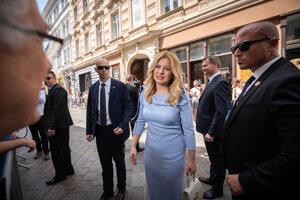 Prezidentka v uliciach bratislavského Starého mesta.