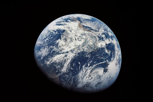 Zem nás chráni svojím magnetickým poľom pred Slnkom. Ale póly sa z času na čas vymenia.