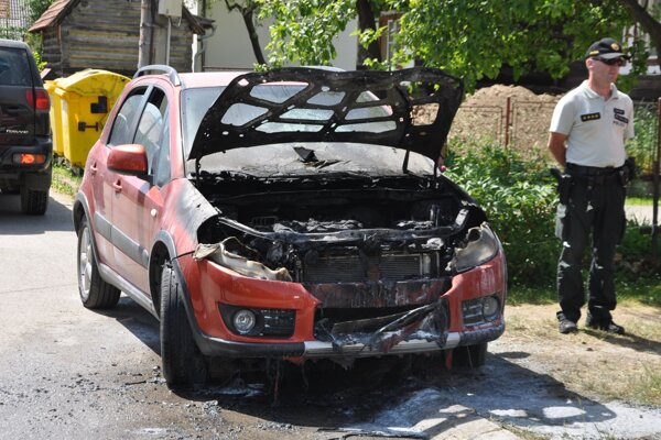 Obhorené auto.