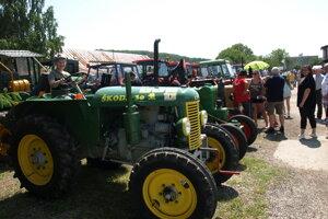 V Máčove sa zišlo množstvo vzácnych traktorov.