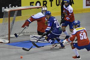 Slovenský reprezentant Miroslav Božík v zápase majstrovstiev sveta v hokejbale mužov Slovensko - Česko.