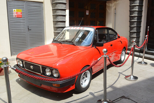 Na červenej Škode 110 R jazdil vo filme Jožo Ráž.