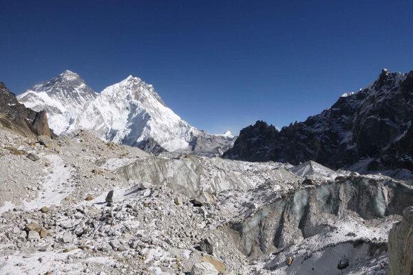 Fotka z roku 2014 z ľadovca Changri nup v Himalájach.