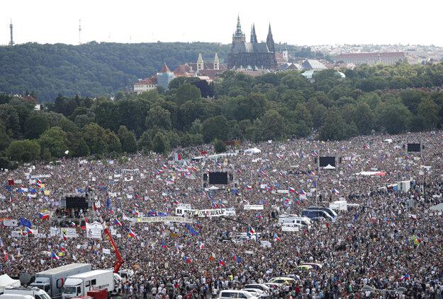 Na Letnej má byť asi 250-tisíc ľudí.