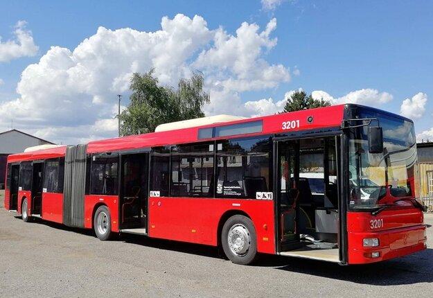 Prvé autobusy, ktoré Dopravný podnik nakúpil kvôli výluke električiek, už jazdia zatiaľ na linke 75. Autobusy značky MAN NG 313 sú štvordverové, nízkopodlažné, klimatizované a odvezú 160 cestujúcich.