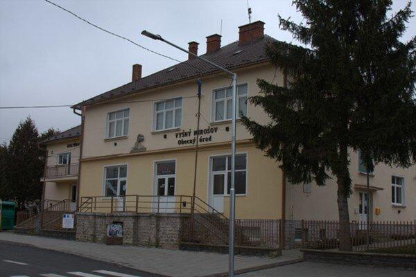 Obecný úrad vo Vyšnom Mirošove.