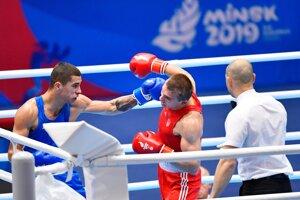 Slovenský boxer Andrej Csemez (vľavo) prehral na II. európskych hrách v Minsku v semifinále hmotnostnej kategórie do 75 kg. V súboji ho zdolal Ukrajinec Oleksandr Chyžňak (vpravo) v druhom kole RSC.