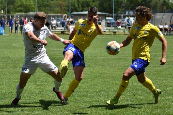 O dva góly v sieti Michaloviec sa postaral ukrajinský útočník Oleg Višnevskij (vľavo).