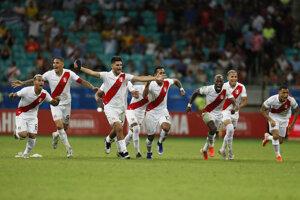 Futbalisti Peru oslavujú postup do semifinále Copa America 2019.