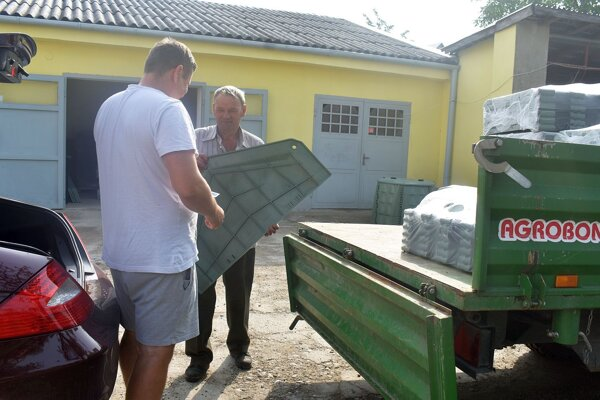 Odovzdávanie kompostérov v Bolešove.