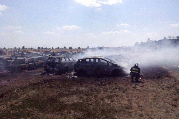 Požiar áut pri kúpalisku Vincov les, 20. júl 2014.