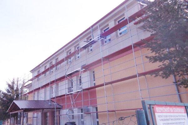 Nadstavba jednej časti materskej školy je už dokončená.