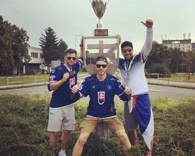 Traja reprezentanti skalického hokejbalu