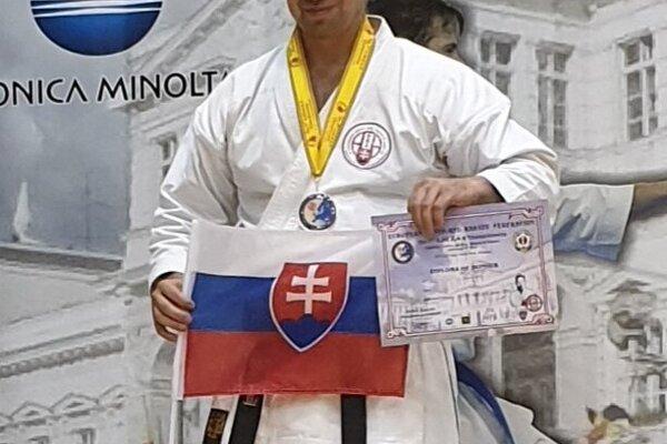 Peter Bežák.