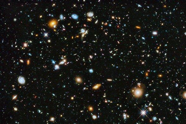 Vesmír pokračoval aj po veľkom tresku.