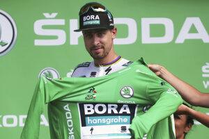 Peter Sagan si oblieka zelený dres po 3. etape Tour de France 2019.