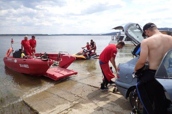 Pátranie po utopenom Levanovi na Oravskej priehrade.