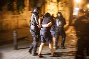 Polícia mala v stredu večer plné ruky práce.