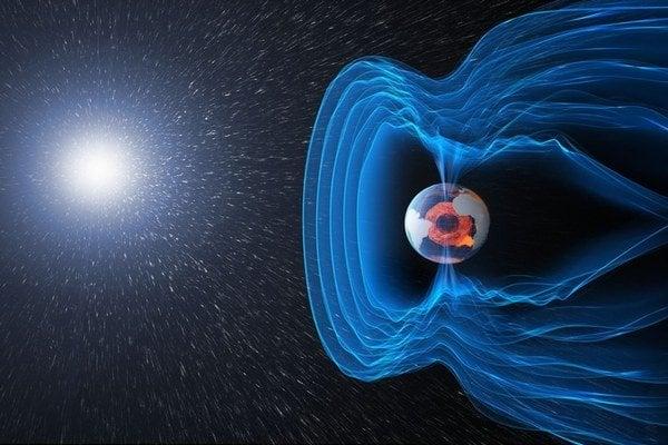 Magnetické pole Zeme sa už oslabuje.