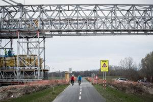 Most cez Dunaj na rýchlostnej ceste R7.