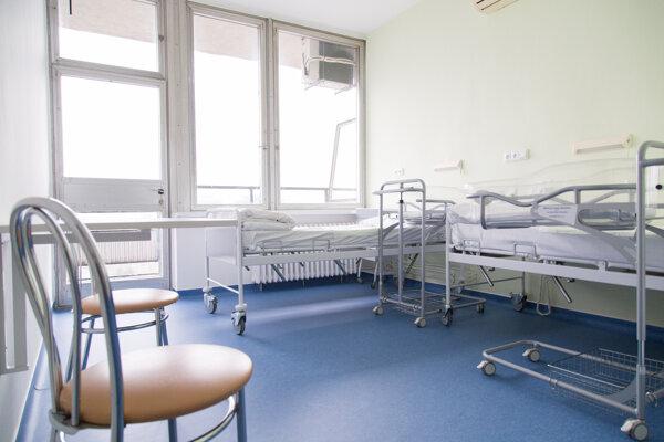 Pohľad na priestory II. gynekologicko-pôrodníckej kliniky Lekárskej fakulty Univerzity Komenského (LF UK) a Univerzitnej nemocnice Bratislava (UNB) Ružinov.