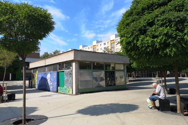 Schátraná budova prechádza obnovou.
