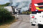 Kamión začal horieť neďaleko Turčeka.