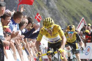 Julian Alaphilippe (vľavo) a Steven Kruijswijk pred cieľom 14. etapy Tour de France 2019.