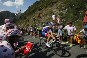 Thibault Pinot v záverečnom stúpaní 14. etapy Tour de France 2019.