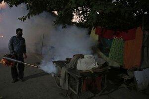Postrek proti moskytom na juhovýchode Indie.