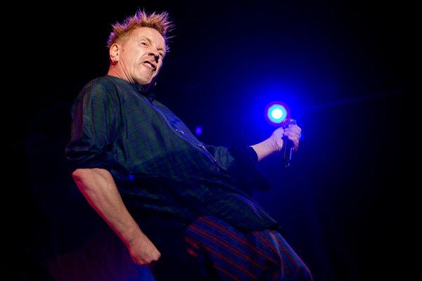Johnny Rotten sa považuje za kráľa punkerov, dnes má 60 rokov.