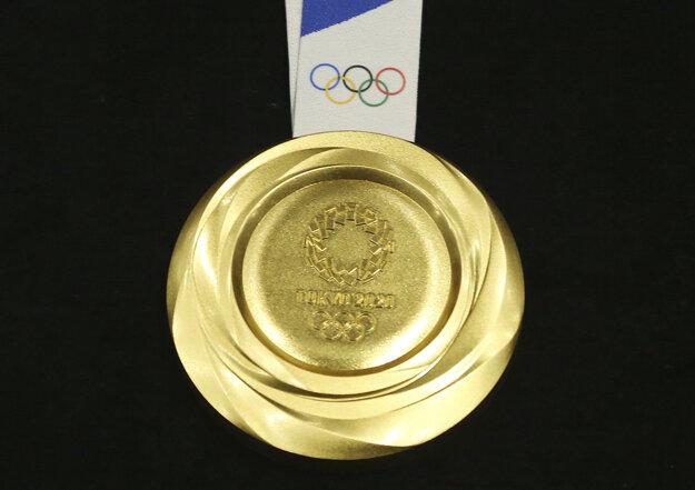 Na snímke zlatá medaila pre olympijského víťaza počas slávnostnej prezentácie kolekcie medailí rok pred začiatkom Hier XXXII. olympiády Tokio 2020 v Tokiu 24. júla 2019.