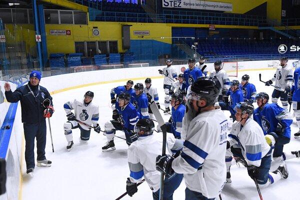 Popradskí hokejisti odštartovali prípravu na ľade v Spišskej Novej Vsi.