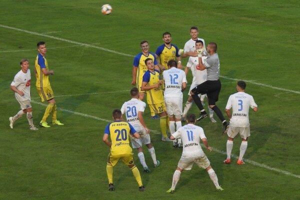 Atraktívne derby FC Košice s Trebišovom víťaza nemalo, zrodila sa v ňom remíza 2:2.