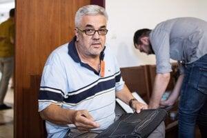 Štefan Agh, ktorý je tiež obvinená v kauze zmeniek, ale v samostatnom konaní.