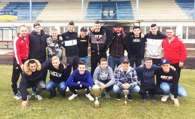 Dorastenci ŠK Váhovce vo februári 2019 vyhrali halový turnaj, ktorý organizoval Oblastný futbalový zväz v Galante.