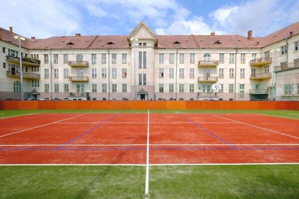 Nové ihrisko v areáli Strednej priemyselnej školy stavebnej a geodetickej v Košiciach.