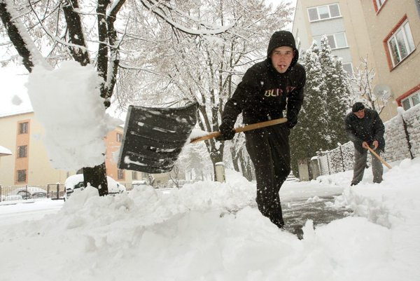 Veľkonočné sneženie; Zvolen 29. marca 2013.