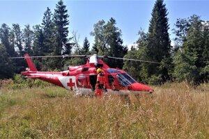Záchranári muža previezli do košickej nemocnice.